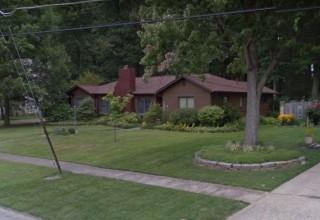 Elyria Large Home in Great Neighborhood