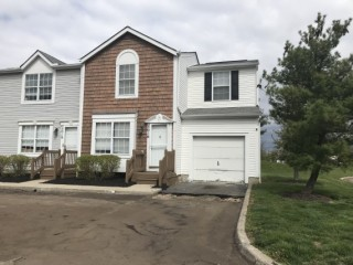 Hilliard Condo: 3 bed, Basement, Garage